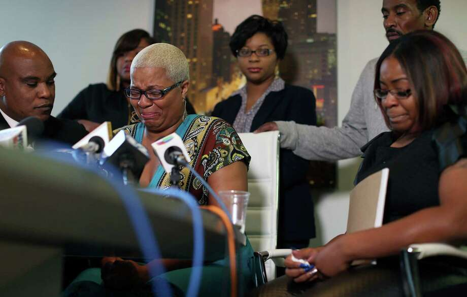 Sandra Bland's oldest sister Shante Needham, center, and other loved ones become emotional during a news conference in Chicago on Thursday. Photo: Abel Uribe, Associated Press / Chicago Tribune