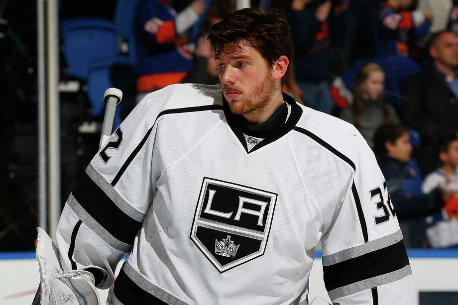 UNIONDALE, NY - MARCH 26:  Jonathan Quick #32 of the Los Angeles Kings skates against the New York Islanders at Nassau Veterans Memorial Coliseum on March 26, 2015 in Uniondale, New York. The Los Angeles Kings defeated the New York Islanders 3-2.  (Photo by Mike Stobe/NHLI via Getty Images) Photo: Mike Stobe / NHLI Via Getty Images / 2015 NHLI