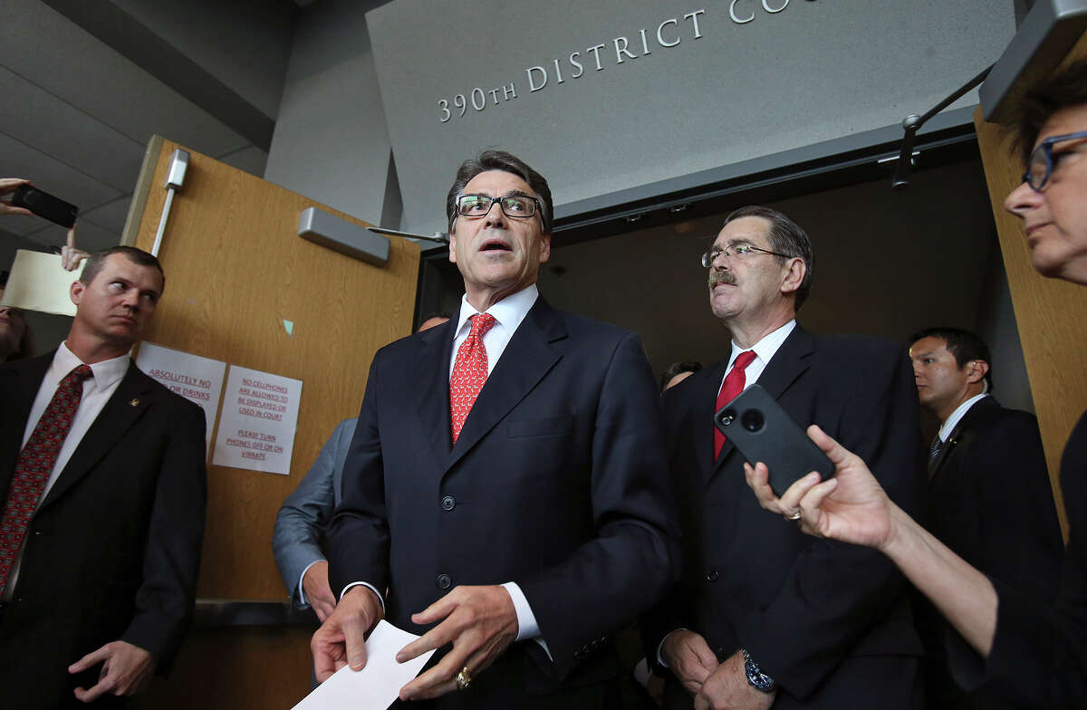 Gov. Rick Perry makes a statement after appearing at a hearing in the 390th District Court at the Travis County Courthouse on November 6, 2014.
