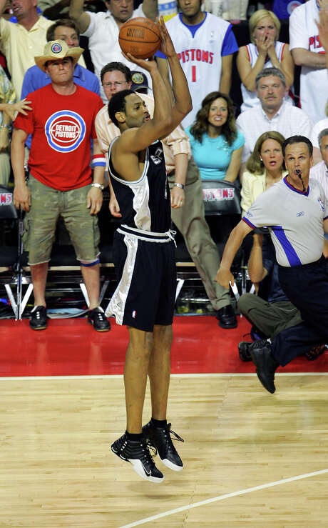 Spurs' Robert Horry gets set to launch the game-winning 3-point shot during overtime of Game 5 of the NBA Finals against the Detroit Pistons at The Palace of Auburn Hills on June 19, 2005. Photo: Jerry Lara /San Antonio Express-News / SAN ANTONIO EXPRESS-NEWS