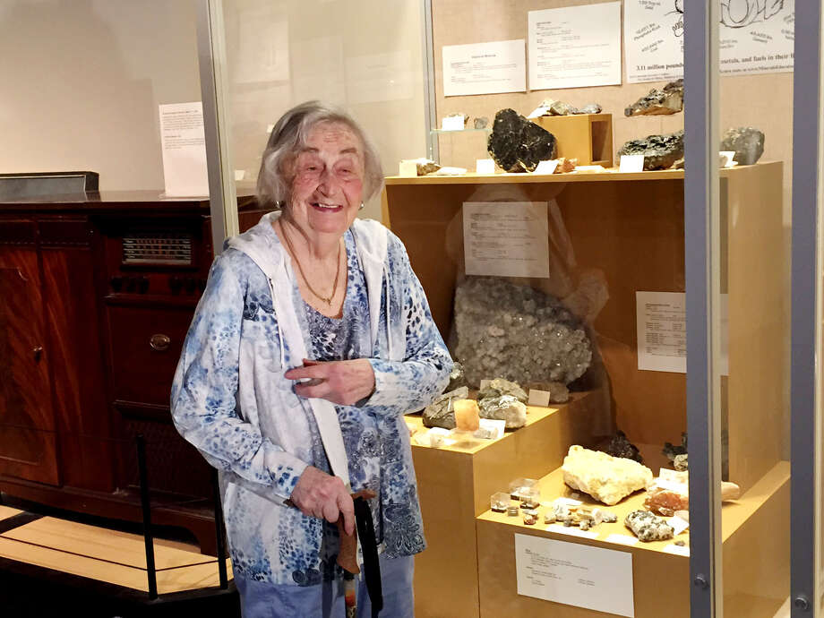 Bertha Kotlow, 92, of Slingerlands, and her great-grandchildren view some of her collection of 2,500 specimens of rocks and minerals and 600 vials of sand Friday, July 17, 2015, which she donated to miSci in Schenectady, N.Y. Kotlow and her children, grandchildren and great-grandchildren were at Schenectady's science museum examining the extensive collection of rocks and minerals she donated. (Paul Grondahl/Times Union) Photo: WW / 00032658A