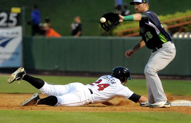 ValleyCats Pat Porter, left, dives back to first as Lake Monsters Chris Iriart defends during their baseball game against the Lake Monsters on Friday, July 17, 2015, at Joe Bruno Stadium in Troy, N.Y. (Cindy Schultz / Times Union) Photo: Cindy Schultz / 00032629A