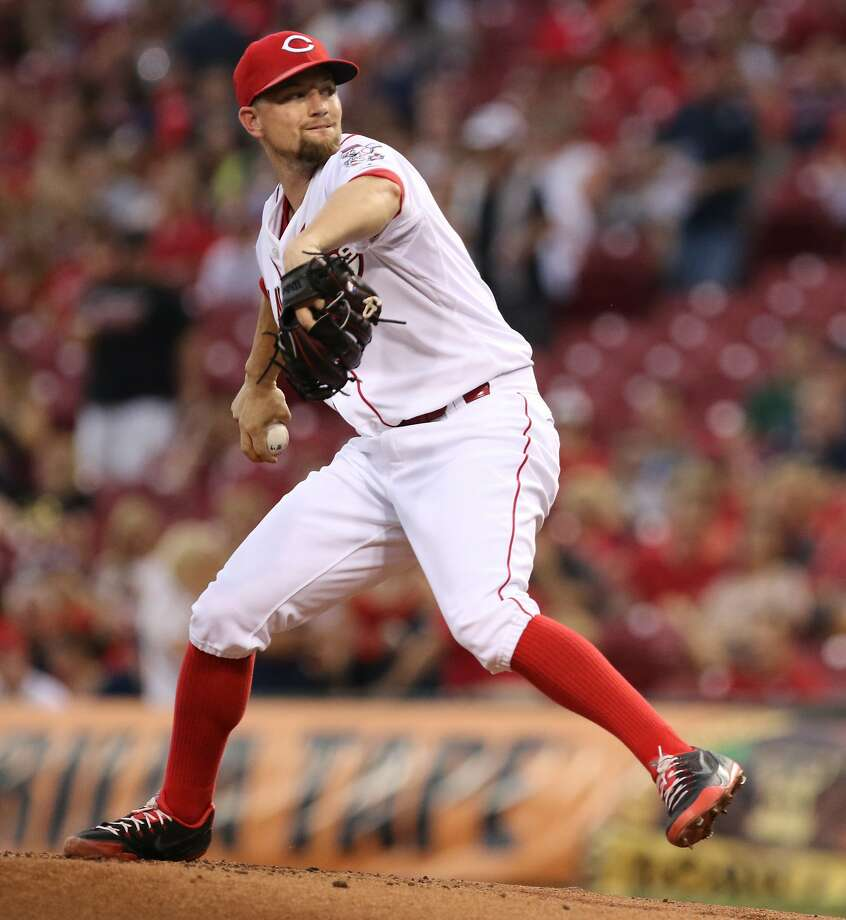 Cincinnati Reds starting pitcher Mike Leake throws against the Cleveland Indians during the first inning of a baseball game, Friday, July 17, 2015, in Cincinnati. Photo: Gary Landers, Associated Press