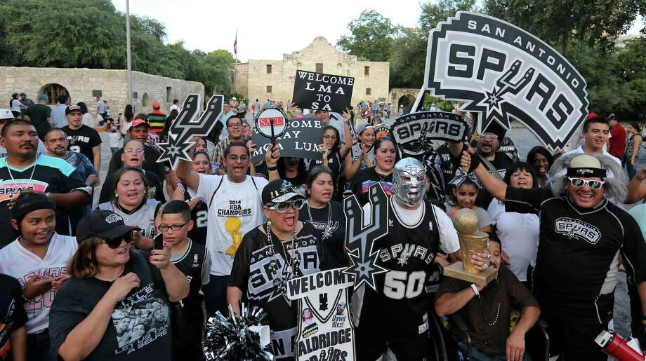 Spurs fans gather at the Alamo during a march and rally to welcome new players LaMarcus Aldridge, David West, and others to the team Sunday July 19, 2015. Photo: Edward A. Ornelas, Staff / San Antonio Express-News / © 2015 San Antonio Express-News