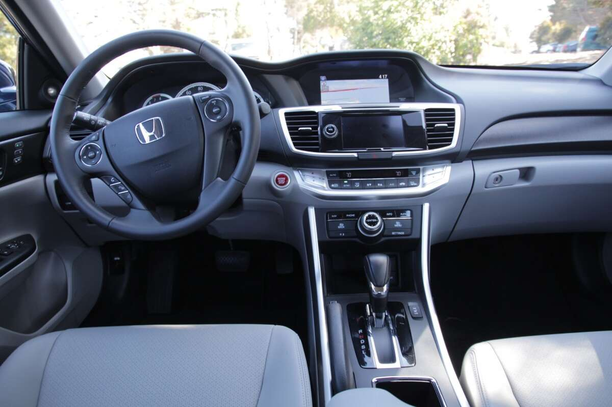 The Accord's relatively simple dashboard layout.