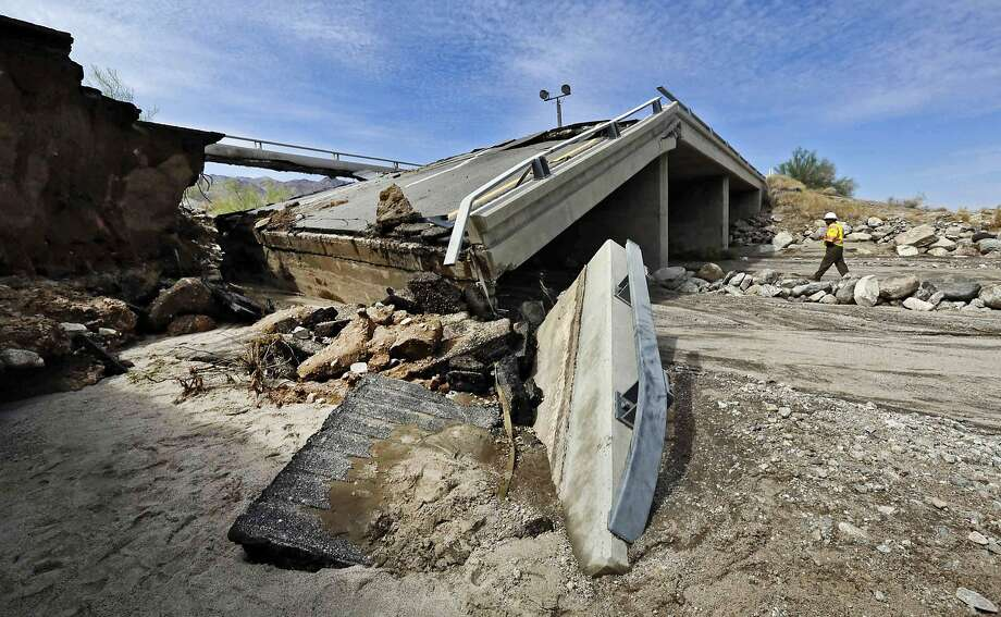 The Interstate 10 bridge collapsed near the town of Desert Center, about 50 miles west of the Arizona state line. Photo: Nick Ut, Associated Press