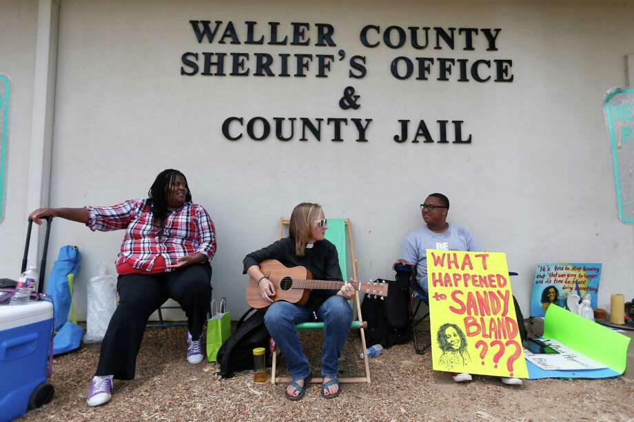 Carie Cauley, left, Rev. Hannah Bonner and Rhys Caraway protest, after the death of Sandra Bland, outside the Waller County jail. Photo: Karen Warren, Associated Press / Houston Chronicle