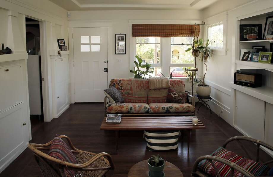 The living room in Dona Savitsky's remodeled Oakland home. Photo: Carlos Avila Gonzalez, The Chronicle