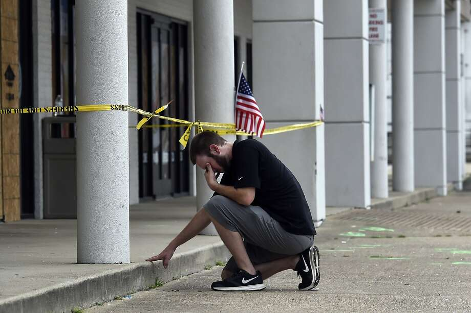 Ryan Scafe prays in front of the Chattanooga Armed Forces Career Center attacked last week by Muhammad Youssef Abdulazeez. A U.S. Navy sailor and four Marines were killed. Photo: Mark Zaleski, Associated Press