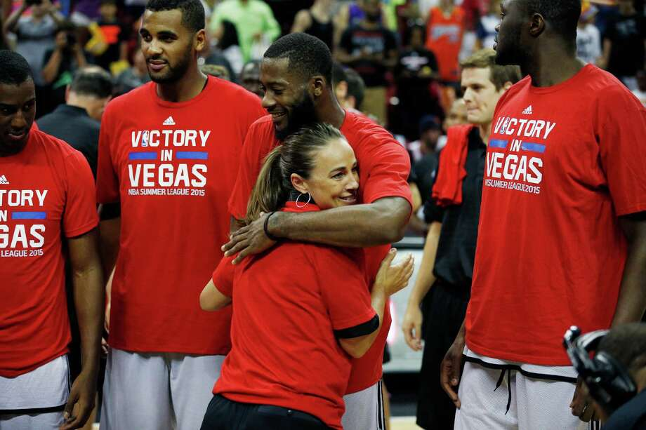 San Antonio Spurs coach Becky Hammon hugs Jonathon Simmons after they defeated Phoenix Suns in an NBA summer league championship game on July 20, 2015, in Las Vegas. Photo: John Locher /Associated Press / AP