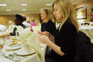 Meal etiquette matters in business - Photo