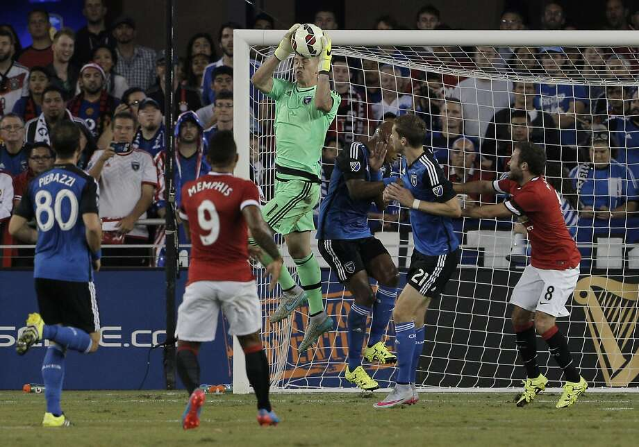 San Jose's David Bingham (1) defends against a shot in the first period of a friendly International Champions Cup match between the San Jose Earthquakes and Manchester United at Avaya Stadium in San Jose, Calif., on Tuesday, July 21, 2015. Photo: Carlos Avila Gonzalez, The Chronicle