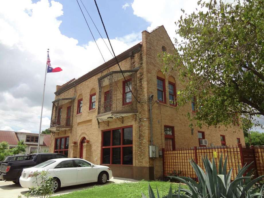 David Komet converted this 1929 West Side firehouse into his home and office. Photo: Steve Bennett /San Antonio Express-News