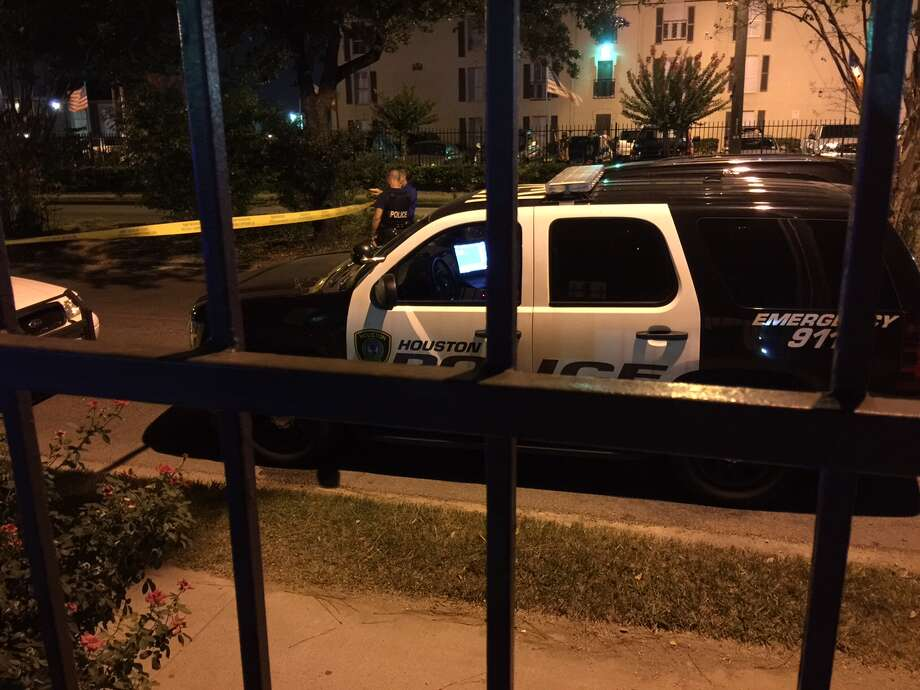 An HPD officer reportedly shot a man Wednesday evening at an apartment complex along Gulfton. Photo: Mike Glenn, Chronicle