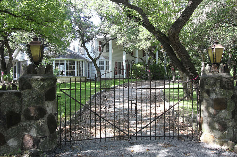 This house is to be razed to make room for a development that will be subdivided into 16 lots. Photo: Tom Reel /San Antonio Express-News