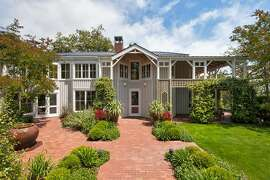 Paragon Builders constructed the Orinda home designed by San Francisco architect William Turnbull.