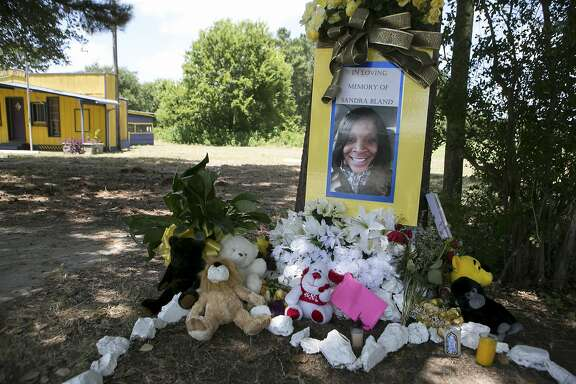 A makeshift memorial for Sandra Bland, whose arrest this month during a traffic stop ended with her hanging death in a county jail cell, at the location where she was arrested in Prairie View, Texas, July 23, 2015. Bland's journey from arrest to death in the cell where she was found hanging on July 13 has brought demands from friends, family members and supporters nationwide, fueled by social media, for answers to how she died, with many insisting that she was not suicidal. (Ilana Panich-Linsman/The New York Times)