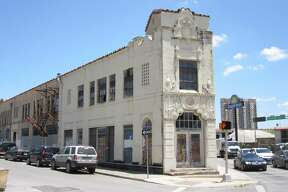 Ed Markwardt, the owner of this property at 901 E. Houston St., sued the city after it declared his building to be vacant under the Vacant Building Pilot Program.