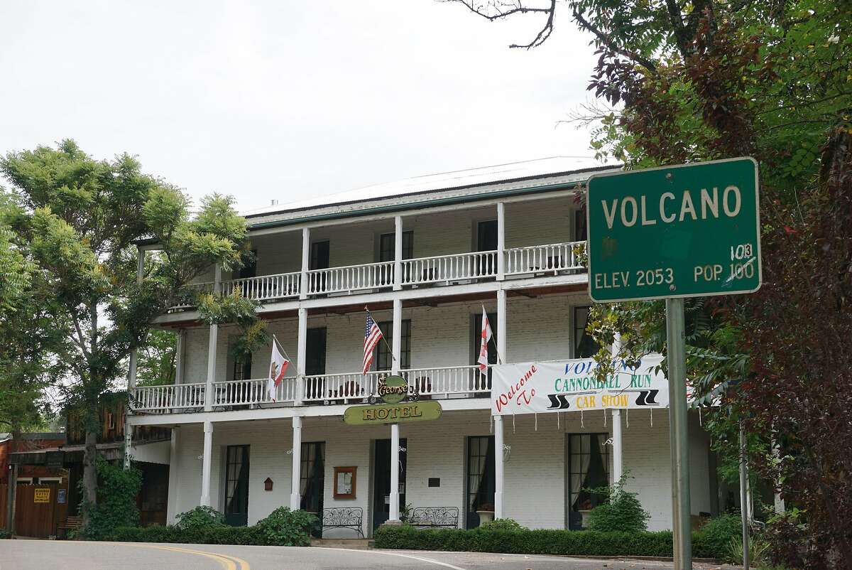 Historic St. George Hotel with Volcano city sign.