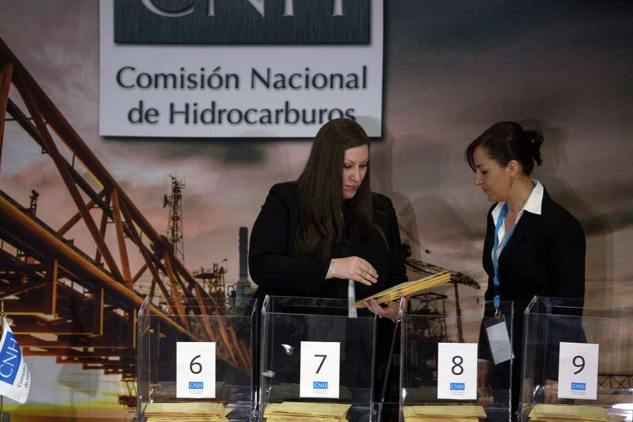 Representatives from oil production companies deliver their bids to the National Hydrocarbons Commission. Photo: Susana Gonzalez /Bloomberg News / © 2015 Bloomberg Finance LP