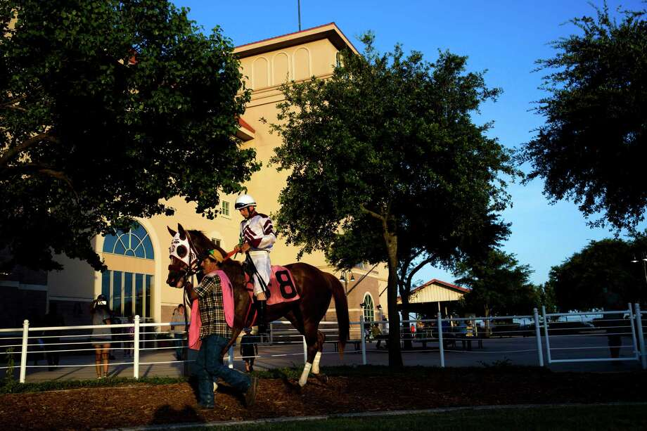 Donald Guynes rides Tnb Rockin Chick at Retama Park in Selma on July 17, 2015. Photo: Ray Whitehouse /San Antonio Express-News / 2015 San Antonio Express-News