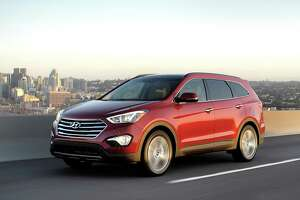 2015 Hyundai three-row Santa Fe easy on eyes, budget - Photo