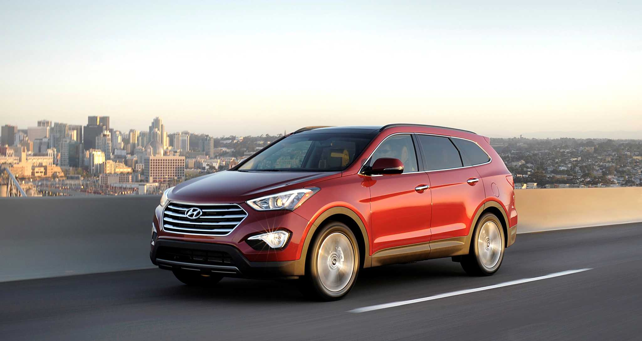 2015 Hyundai three-row Santa Fe easy on eyes, budget