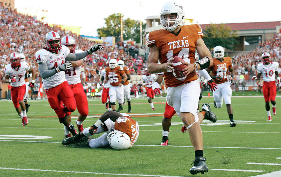 Texas Longhorns' David Ash heads to the end zone for a touchdown against the New Mexico Lobos during first half action Saturday Sept. 8, 2012 at Texas Memorial Stadium in Austin, Tx. Photo: Edward A. Ornelas, Staff / San Antonio Express-News / © 2012 San Antonio Express-News