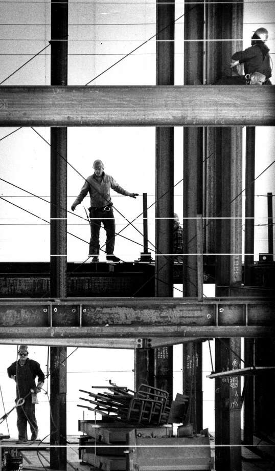 Work is in full swing in 1986 on the Hilton San Francisco Union Square's second tower. Photo: Deanne Fitzmaurice / Deanne Fitzmaurice / The Chronicle 1986 / ONLINE_YES