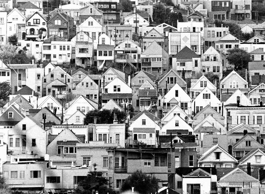 Houses fill a slope on Bernal Heights, one of San Francisco's many distinctive neighborhoods, in 1968. Photo: Peter Breinig / Peter Breinig / The Chronicle 1968 / ONLINE_YES