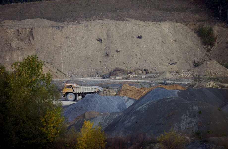 A  dump truck drives along a road inside the Troy Sand and Gravel mine on Tuesday, Oct. 2, 2001, in West Sand Lake, N.Y. (Paul Buckowski/Times Union) Photo: PAUL BUCKOWSKI / ALBANY TIMES UNION