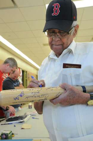 Hall of famer Luis Aparicio signs autographs for some collectors after arriving at the Albany International Airport on his way to Cooperstown for Hall of Fame weekend on Thursday, July 24, 2015 in Albany, N.Y.  (Lori Van Buren / Times Union) Photo: Lori Van Buren / 00032750A