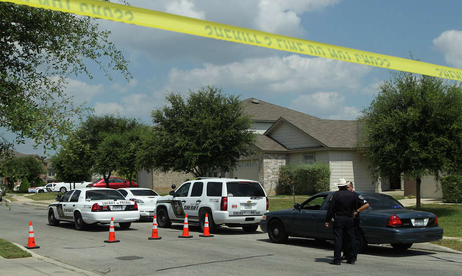 Bexar County Sheriff's deputies investigate Friday July 24, 2015 on Stag Horn Mill at the scene of a shooting that started at nearby Elolf Elementary School. One of the involved boys was found dead on the 8,000 block of Stag Horn Mill. Photo: John Davenport, Staff / San Antonio Express-News / ©San Antonio Express-News/John Davenport