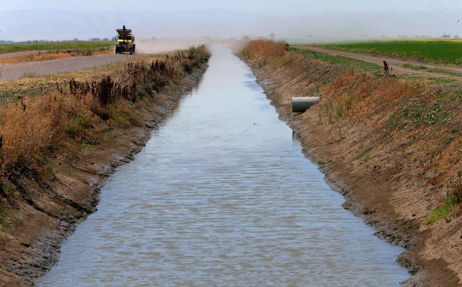 Top: Water from the Sacramento River flows in irrigation canals on the Davis Ranches in Colusa, which have some of the state's oldest water rights. Photo: Michael Macor / Michael Macor / The Chronicle / ONLINE_YES