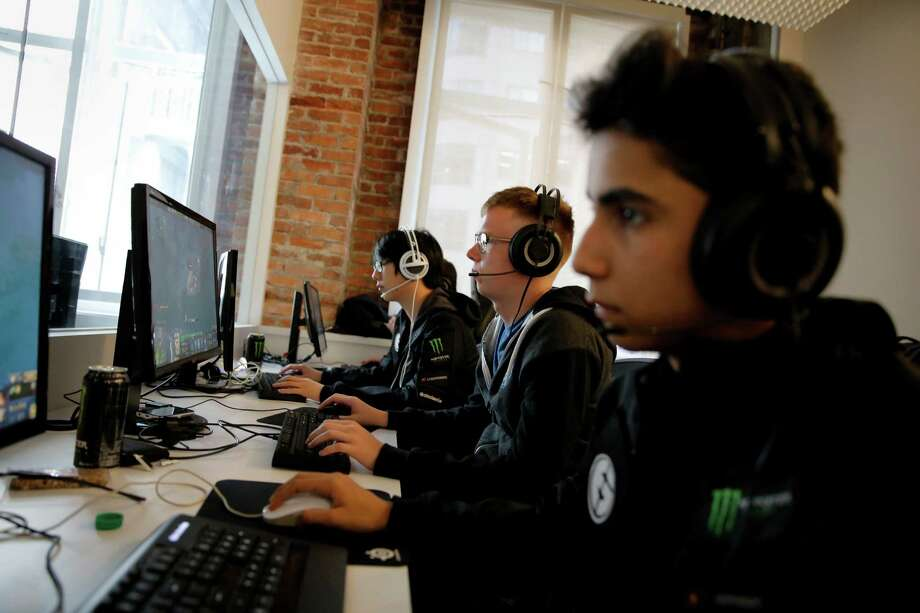 Members of Evil Geniuses Kurtis Ling (left), Peter Dager (center) and Sumail Hassan practice the Dota 2 video game at the Twitch offices in San Francisco, California, on Monday, July 20, 2015. Photo: Connor Radnovich / The Chronicle / ONLINE_YES