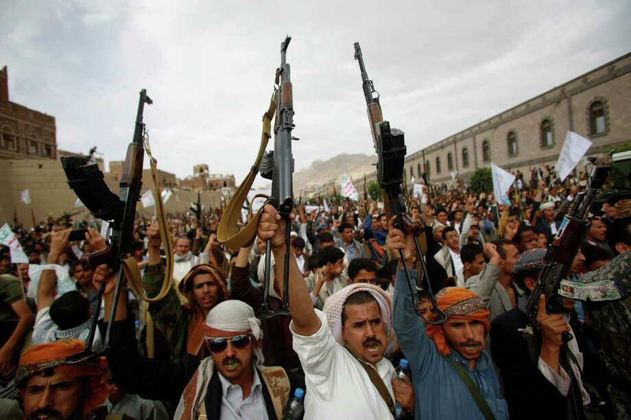 Rebels chant slogans against Saudi-led airstrikes in Yemen. A pause in the attacks starts today. Photo: Hani Mohammed, STR / AP