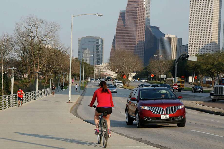 Allen Parkway is a popular area for bicyclist and joggers, and they often have trouble crossing the road to take advantage of the trails and parks that run along Buffalo Bayou. Photo: James Nielsen, Staff / © 2015  Houston Chronicle