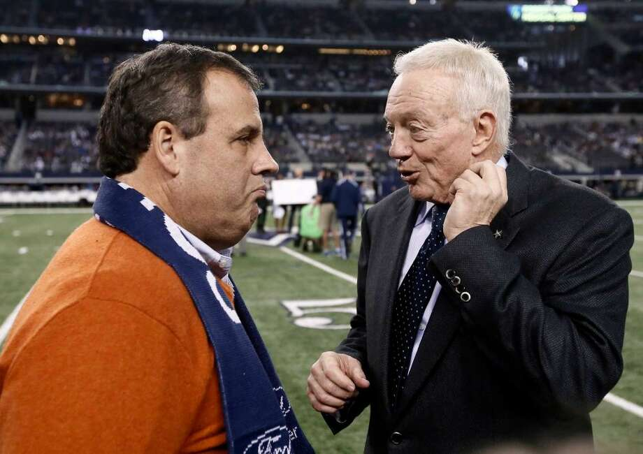 New Jersey governor Chris Christie with Dallas Cowboys owner Jerry Jones. Photo: Brandon Wade, AP