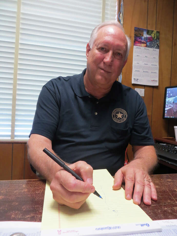 Ed Berger, general manager of the Bexar-Medina- Atascosa Counties Water Control and Improvement District No. 1, which controls the dam at Medina Lake. Photo: Zeke Maccormack / San Antonio Express-News / San Antonio Express-News