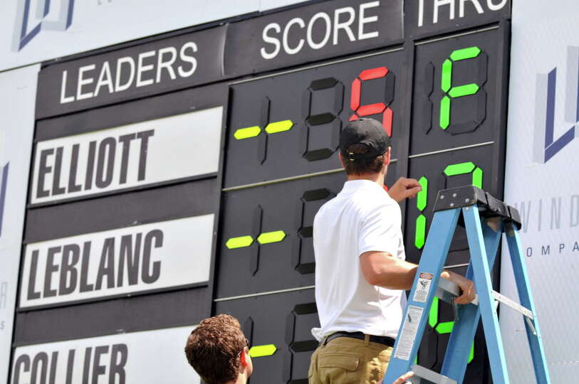 Workers change the scoreboard during the first round of the Fuccillo Kia Championship Friday, July 2