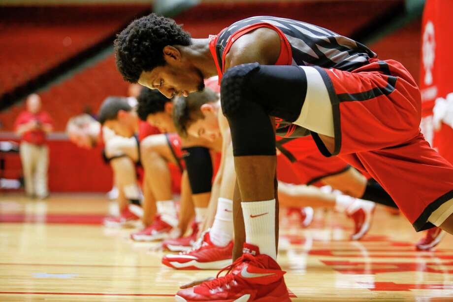 Danrad Knowles, foreground, and the Cougars work out the kinks Tuesday at Hofheinz Pavilion in their first of 10 practices before heading to China for exhibition games. Photo: Eric Kayne / Eric Kayne
