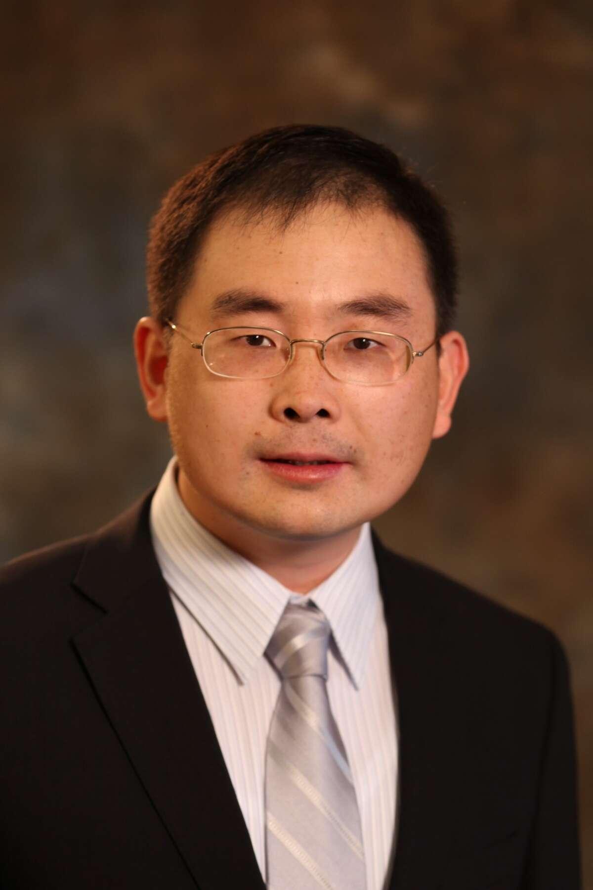 Lindong Qin, an associate professor of nanomedicine at Houston Methodist.