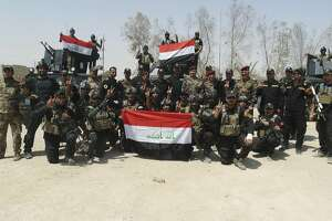 Suicide attacks kill at least 18 Iraqi troops near Ramadi - Photo