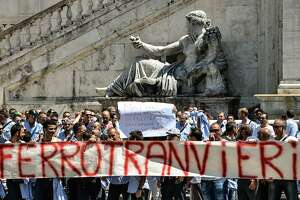 Rome?s hot summer: Corruption, breakdowns run city to ground - Photo