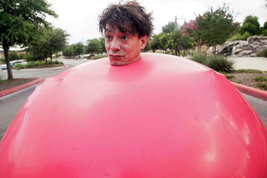 Sal Salangsang's signature balloon performance. Photo: Julysa Sosa /For The San Antonio Express-News / Julysa Sosa For the San Antonio Express-News
