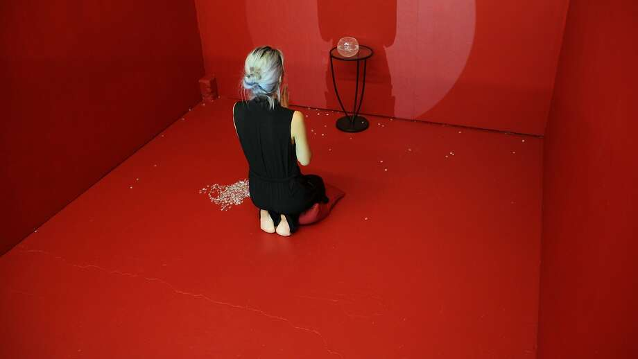 "Minji Sohn, ""I will"", Photograph of Performance, 2015.  Courtesy of Chinese Culture Foundation and Minji Sohn Photo: Courtesy Of Chinese Culture Foun"