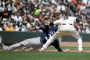 Hunter Pence, Jake Peavy propel Giants to win over Milwaukee - Photo