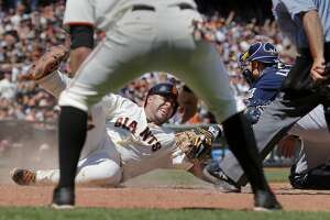 Pence, Peavy propel Giants to win over Milwaukee - Photo