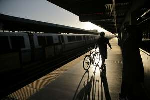 BART and its riders prepare for weekend Transbay Tube shutdown - Photo
