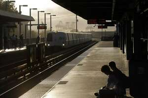 Shooting closes West Oakland BART station - Photo